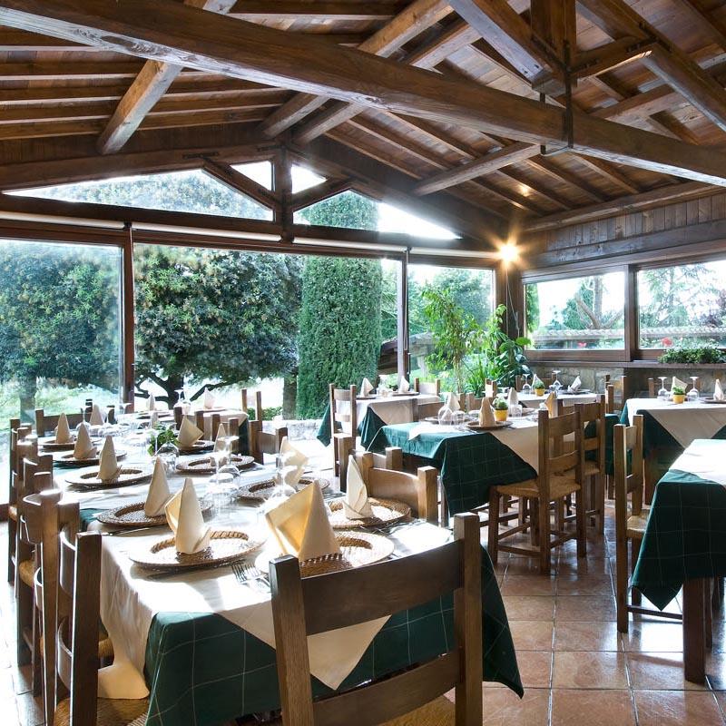 Sala ristorante in veranda con tetto in legno