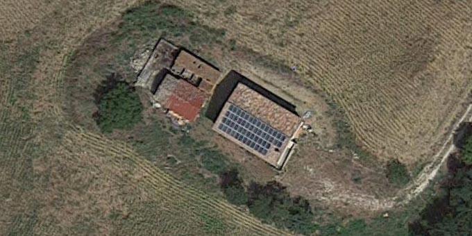 Impianto fotovoltaico su tetto di fattoria